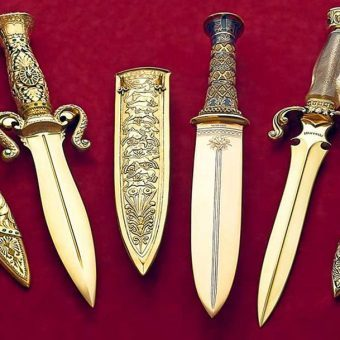 The Gem of the Orient Knife Set